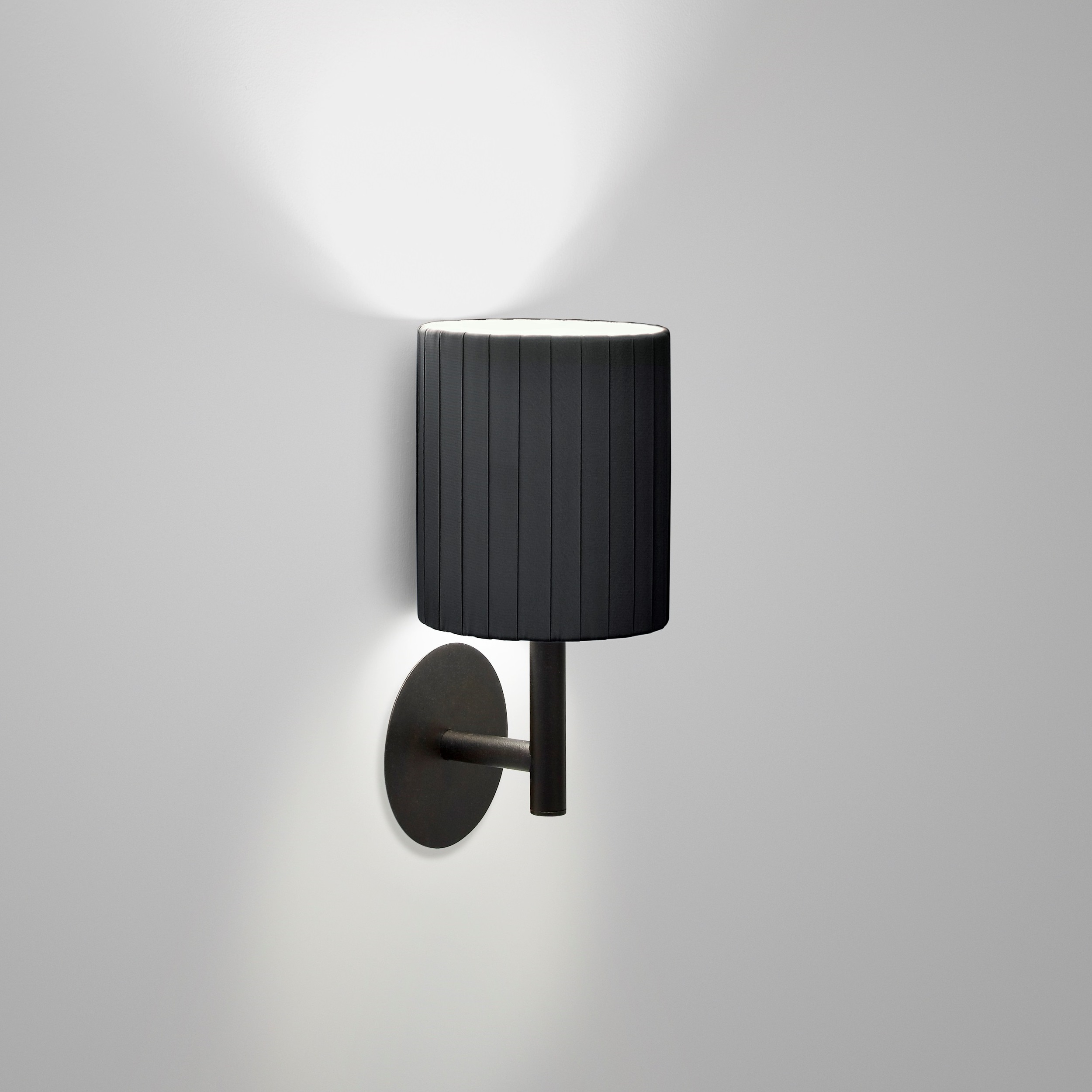Alpha Wall Lamp in black