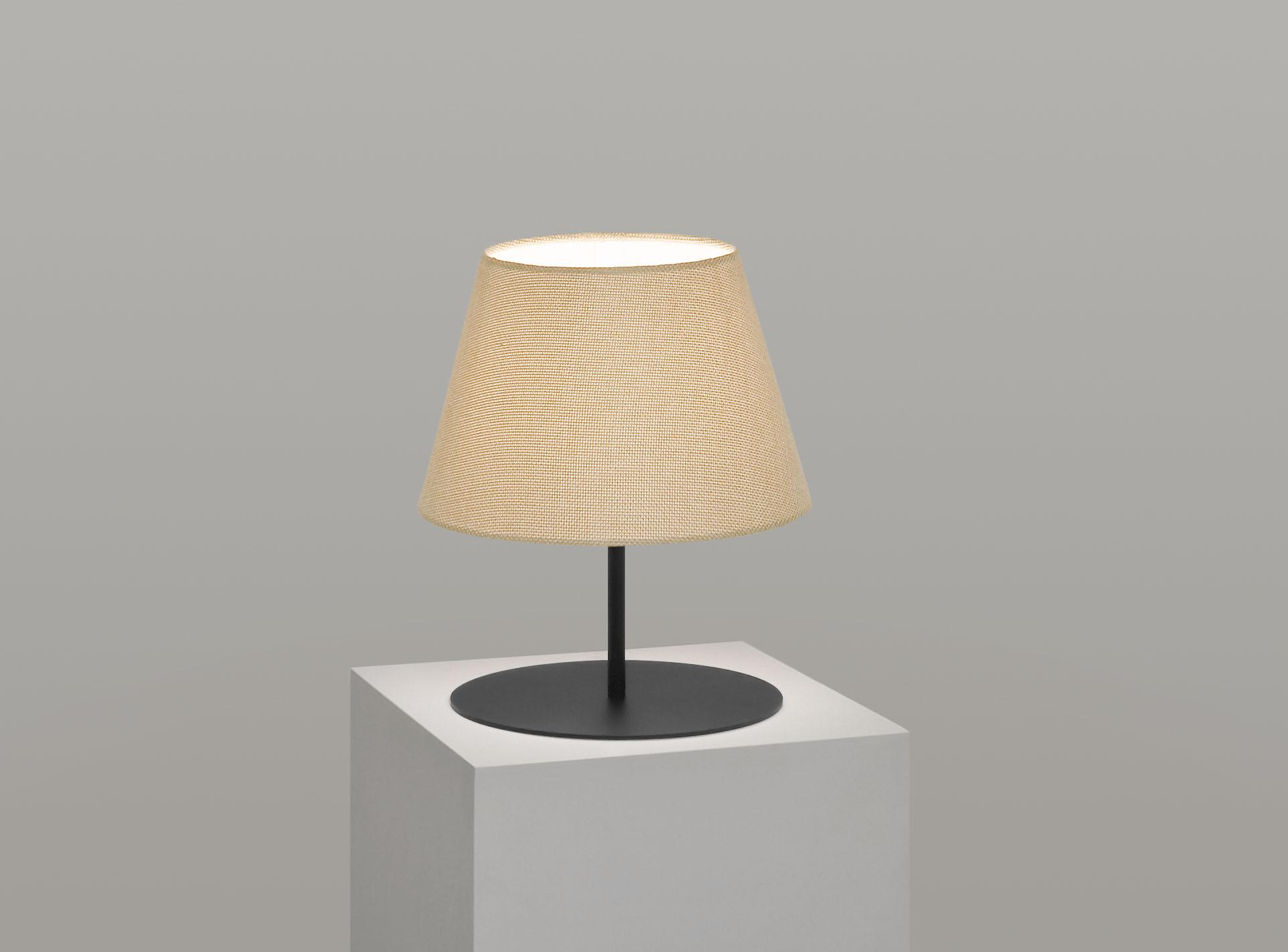 pegasus_lamp_black_base_hessian.jpg