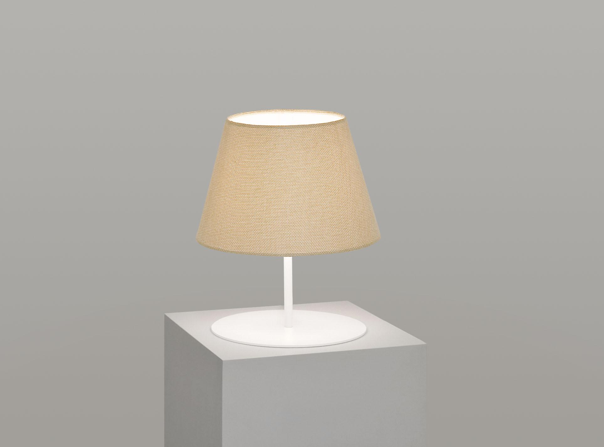 pegasus_lamp_white_base_hessian.jpg