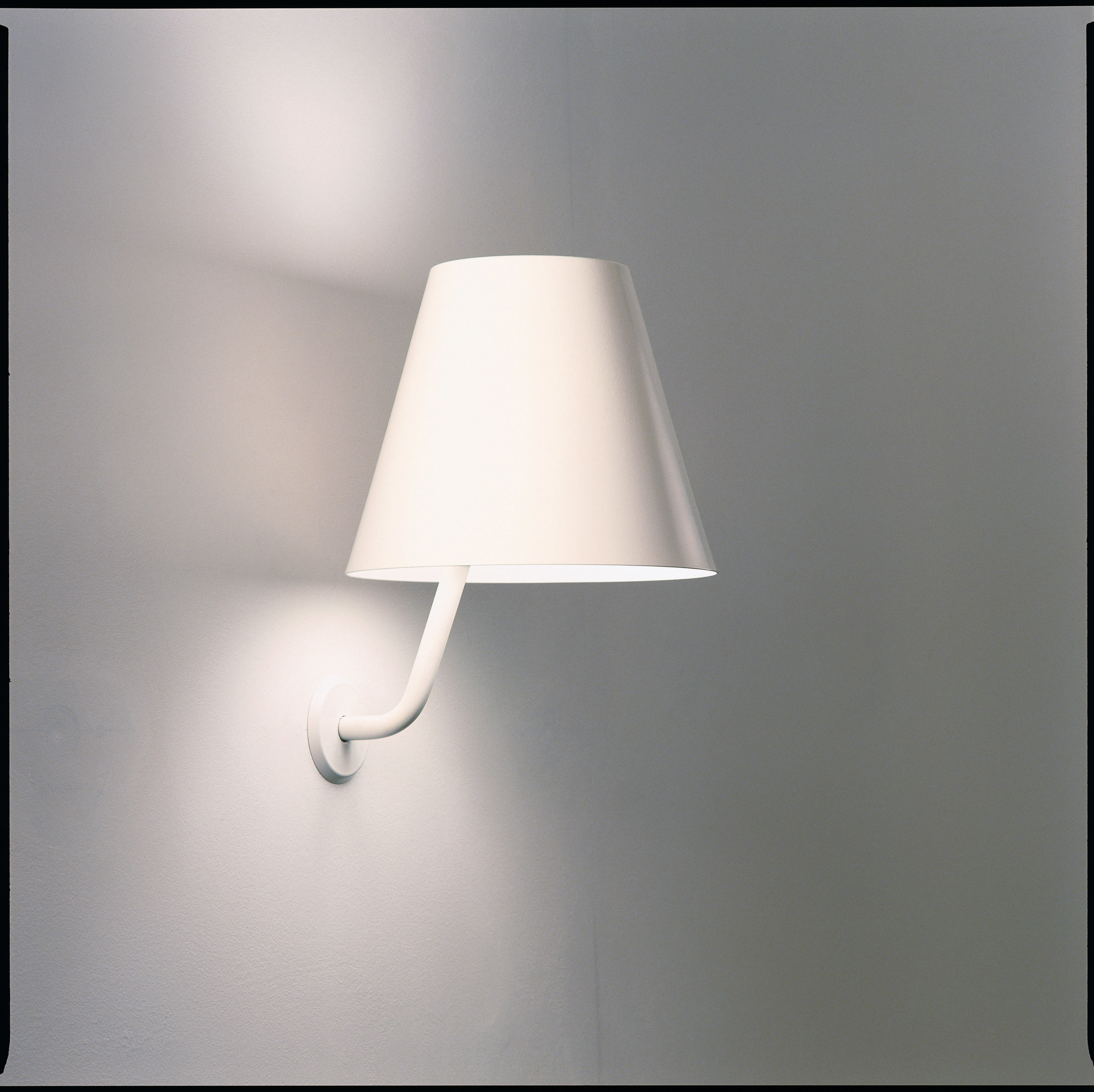 ISM Objects_Shady Wall_White_01.jpg