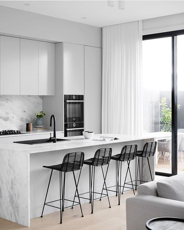 Clean lines, a refined colour palette and oh so beautiful... Kitchen Design & Build by @kubeconstructions  Sheers @diyblinds  Styling @trestylist  Photography @dylanjamesphoto