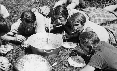 SAJ-Birchermüsli. Filmkompilation «Jugendkulturen». Foto: Schweizerisches Sozialarchiv, Bestand SAJ.
