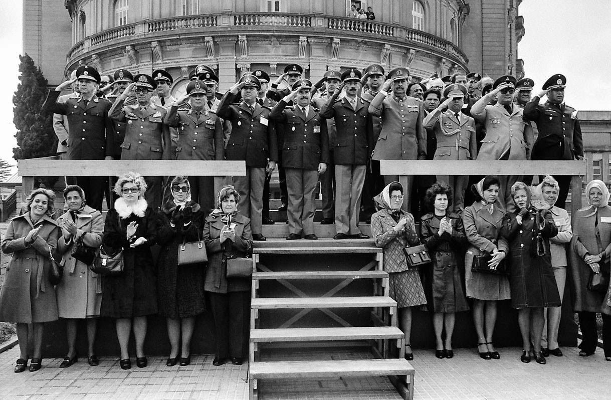 Meeting of the heads of the army of all Latin American countries in Montevideo, Uruguay. Standing below are their wives. 1975.