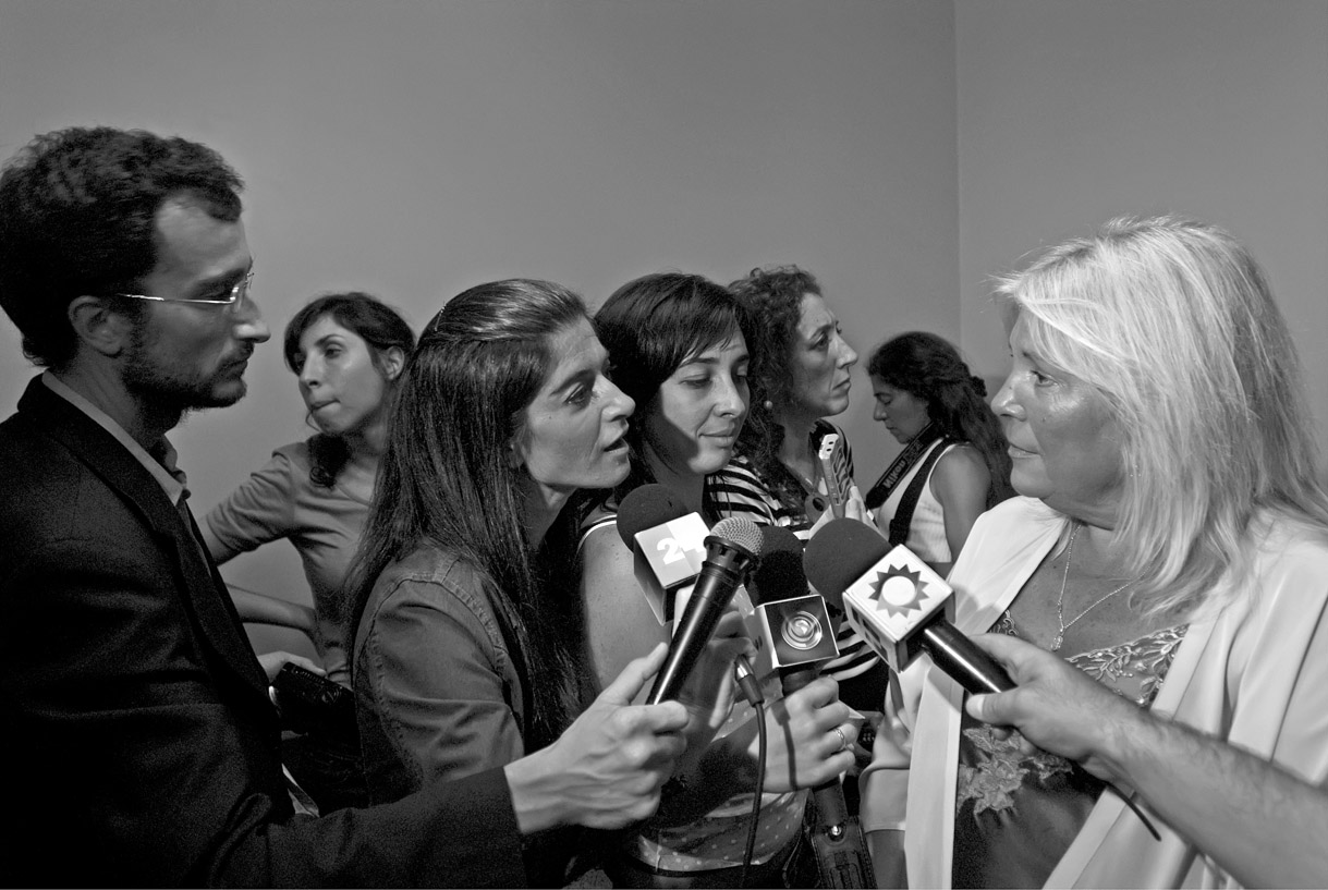 Lillita Carrió talking to journalists, Buenos Aires, 2008