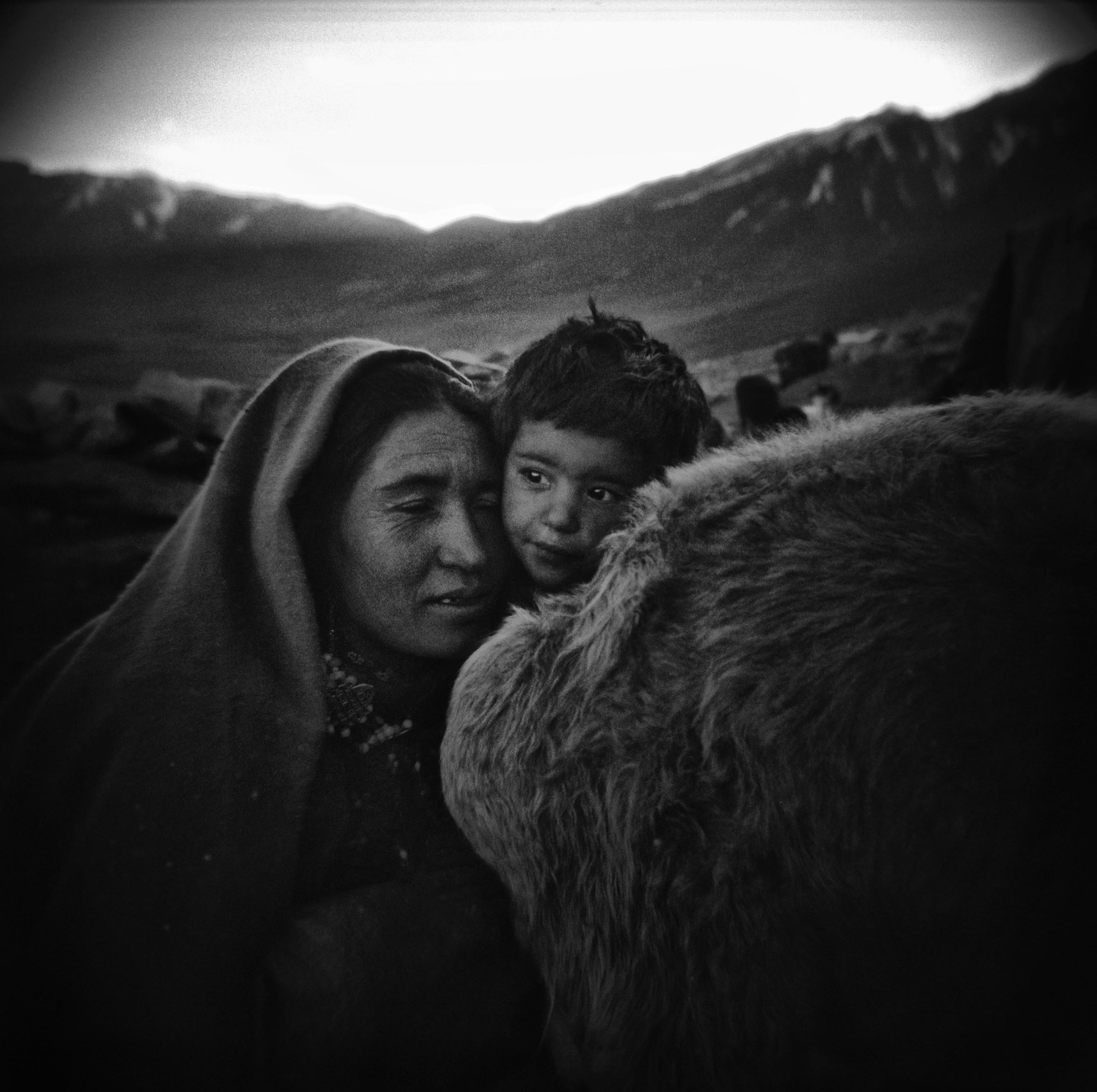 22-mother&child-Holga273-contrastII-bewA-web.jpg