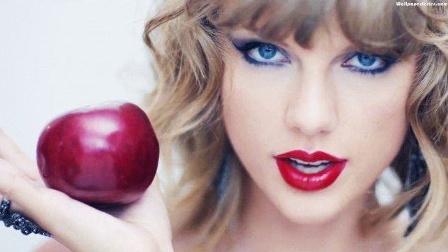 Apples are mostly water and will help hydrate your voice--Taylor knows!