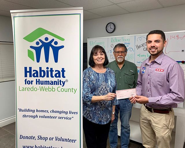 Thankful to have @heb as a partner with #habitatlaredo! This grant will give us the ability to continue eliminating poverty within our community and give a family in need the opportunity of a brand new home. We can't thank you enough! • #habitatforhumanity #heb #philanthropy #donations