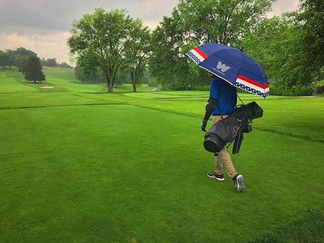 Rain is no problem thanks to @weathermanumbrella #lovemyweatherman #weatherman #golf