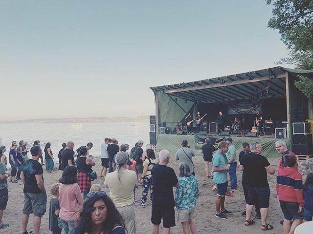 a few photos from our very enjoyable set at #salavauxplage 🌊 #band #music #livemusic #beach #openair #festival #swissmusic #baselmusic #basel #schweiz #jackdancing #photos #instagram