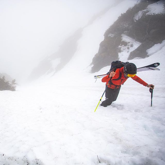 Not sure what to make of this weather cycle - skiing is generally more fun when you can see where you're going. In and out of the clouds all week. #skithewhites #booterfriday #skitheeast