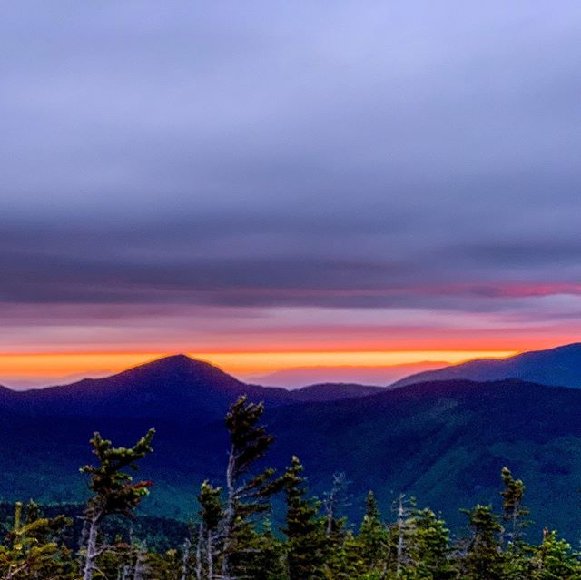 First Pemi Loop of the season - alpine start to catch a flash of the sunrise before the clouds took over. #runthewhites #hikethewhites #whitemountainsnh
