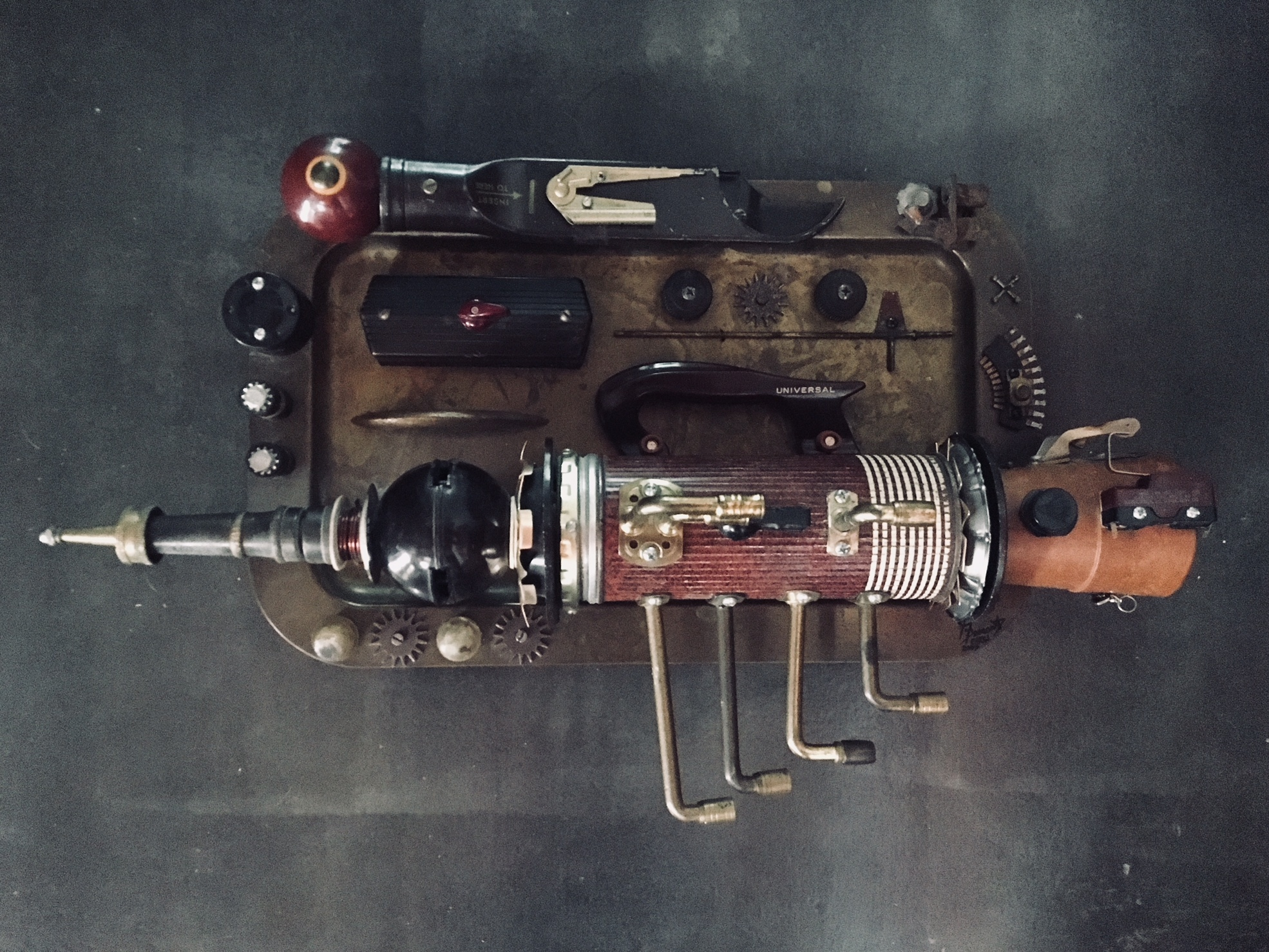 GalleryOonH-Jimmy Descant-Universal Model-1998-Found Object Illuminate Assemblage--1100.jpg