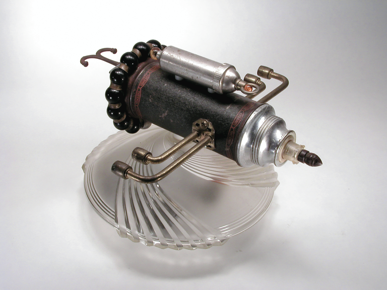 GalleryOonH-Jimmy Descant-Model 4708-2001 Found Object Illuminated Assemblage-1998-15.5x12x13-1200.png