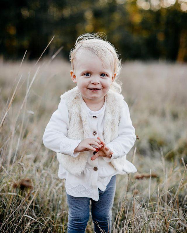 Fina Felicia från vår höstfotografering i Oktober 🍂 Har fått äran att få fotografera denna busiga tjej tre gånger, första gången 2016 när hon bara var 6 månader! 😍