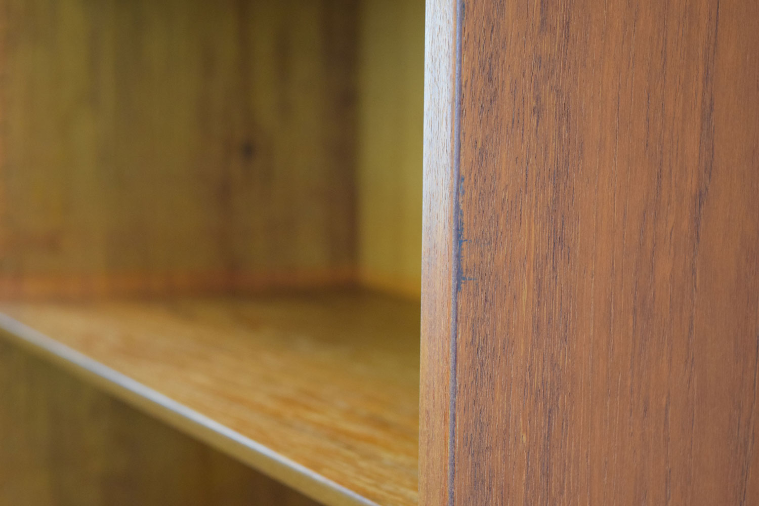 bookcase_1-edge2.jpg