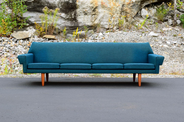 blue_sofa.jpg
