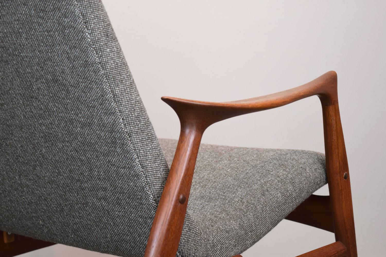 chair_backclose.jpg