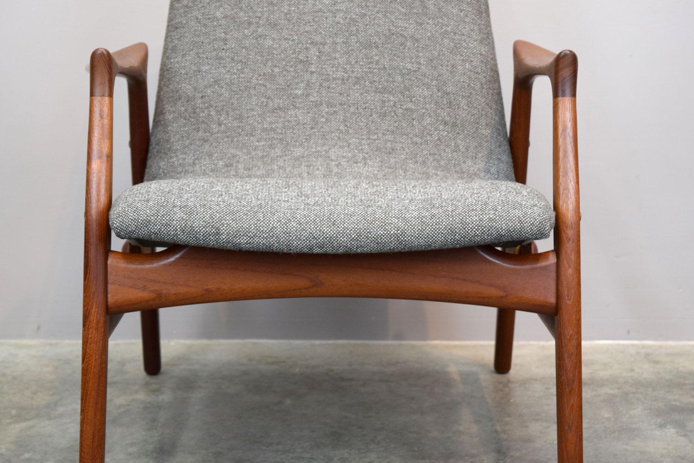 chair_closefront.jpg
