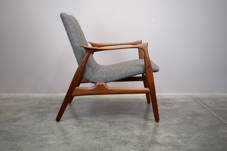 chair_side.jpg