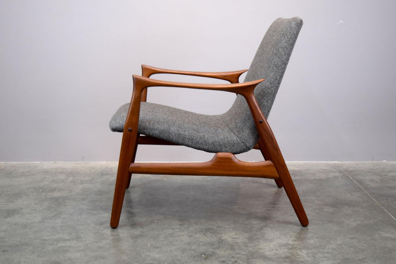 chair_side2.jpg