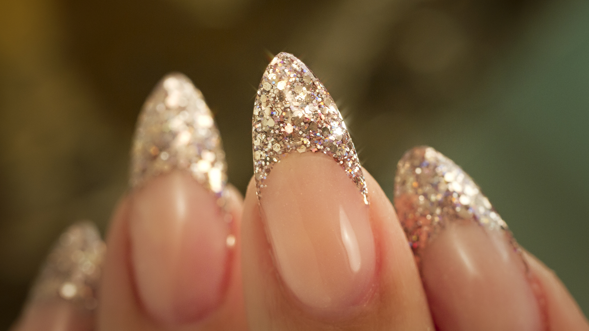 Almond-Glitter-Thumbnail_3.jpg