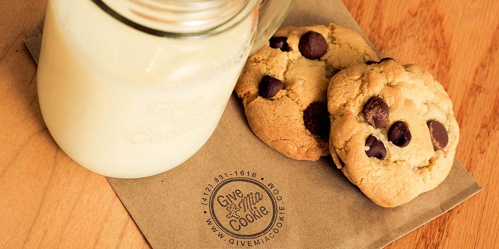cropped_002_cookies_milk.jpg