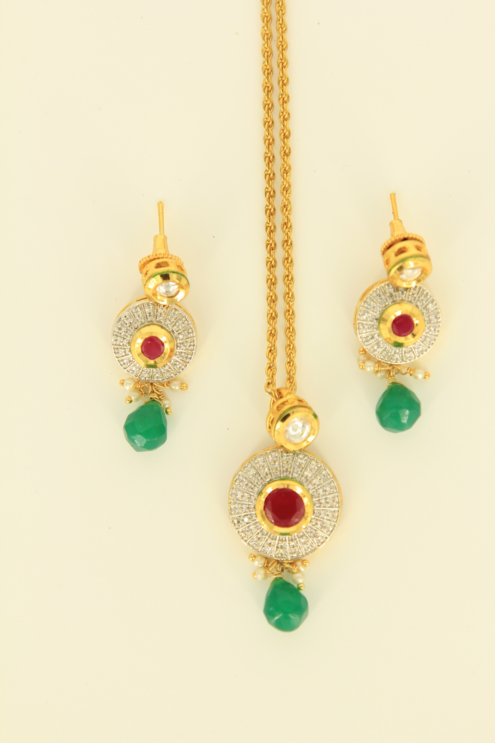 'Elegance' Pendant on chain with earrings