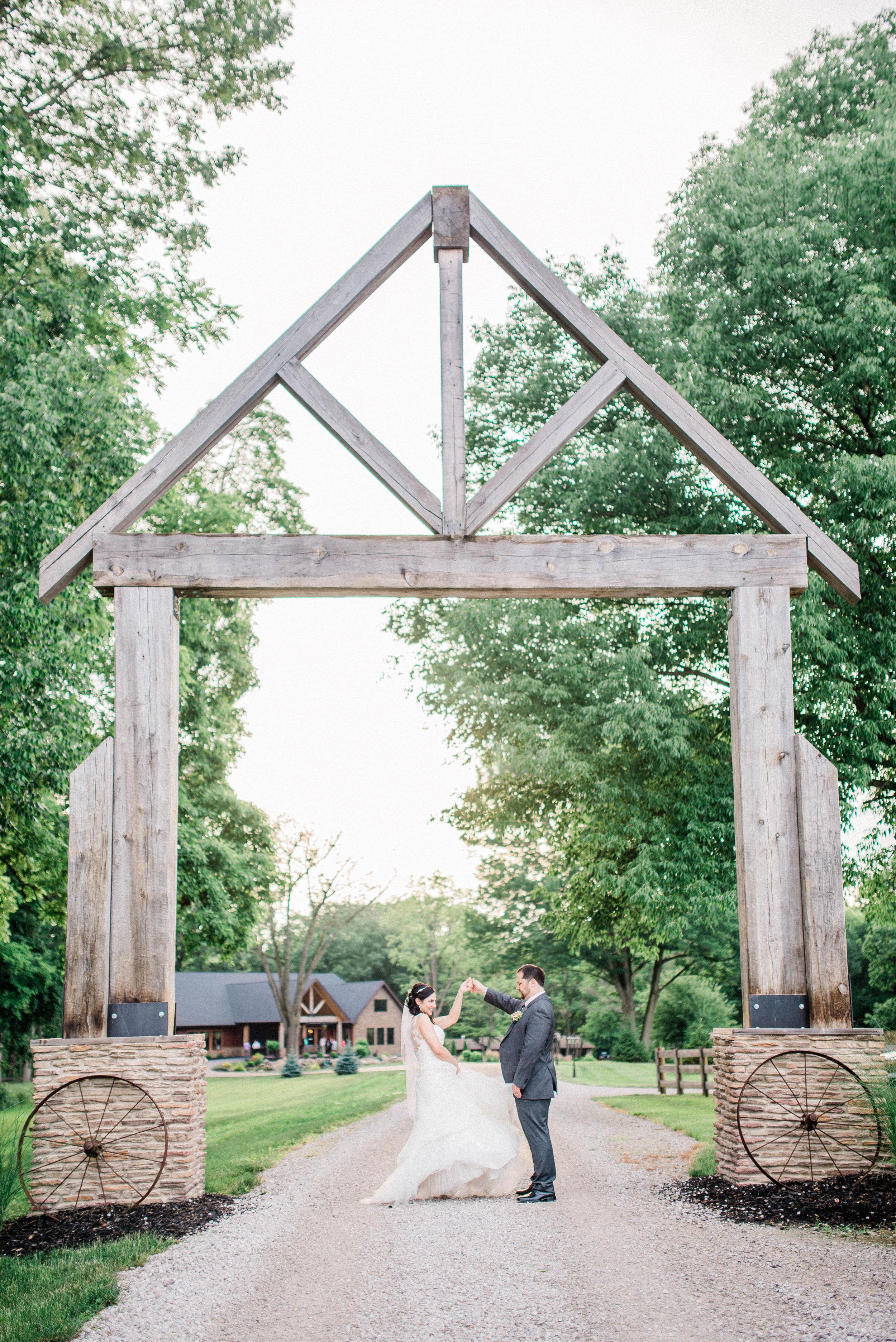 Romantic Lodge Wedding in Crawfordsville, IN | Katerina Marie Photography - Indianapolis Destination Wedding & Elopement Photographers | www.katmariepad.com