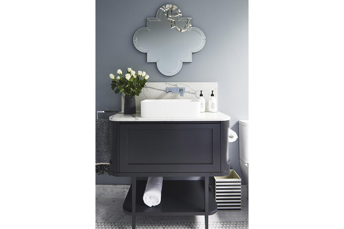 Glamour-Guest-Bathroom2-by-LynneBradleyInteriors.jpg
