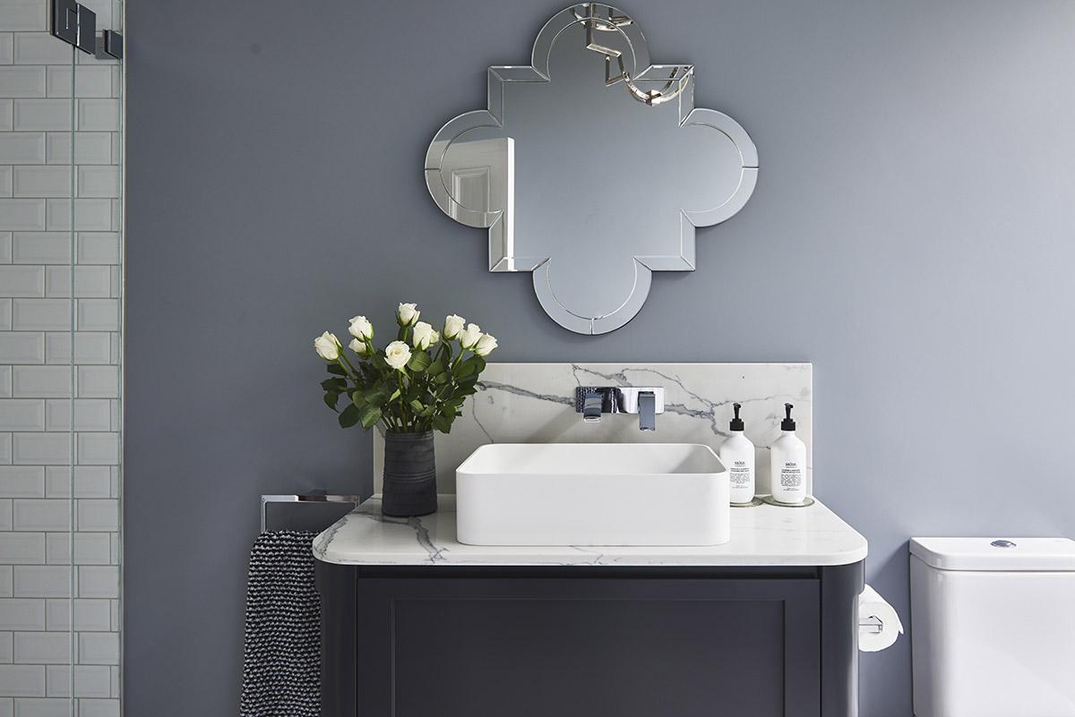 Glamour-Guest-Bathroom3-by-LynneBradleyInteriors.jpg