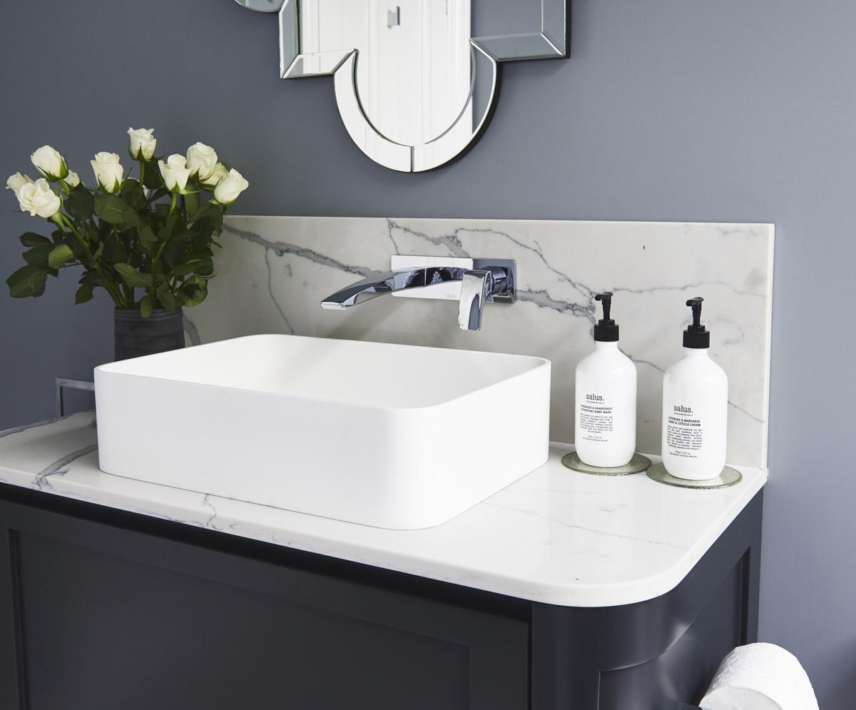 Glamour-Guest-Bathroom4-by-LynneBradleyInteriors.jpg