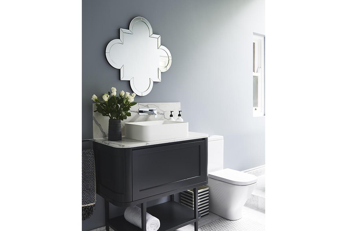 Glamour-Guest-Bathroom6-by-LynneBradleyInteriors.jpg