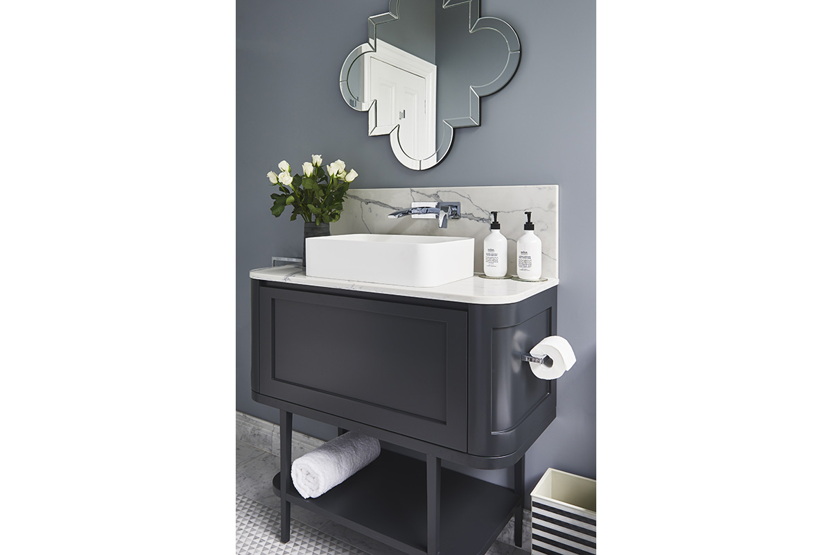 Glamour-Guest-Bathroom5-by-LynneBradleyInteriors.jpg
