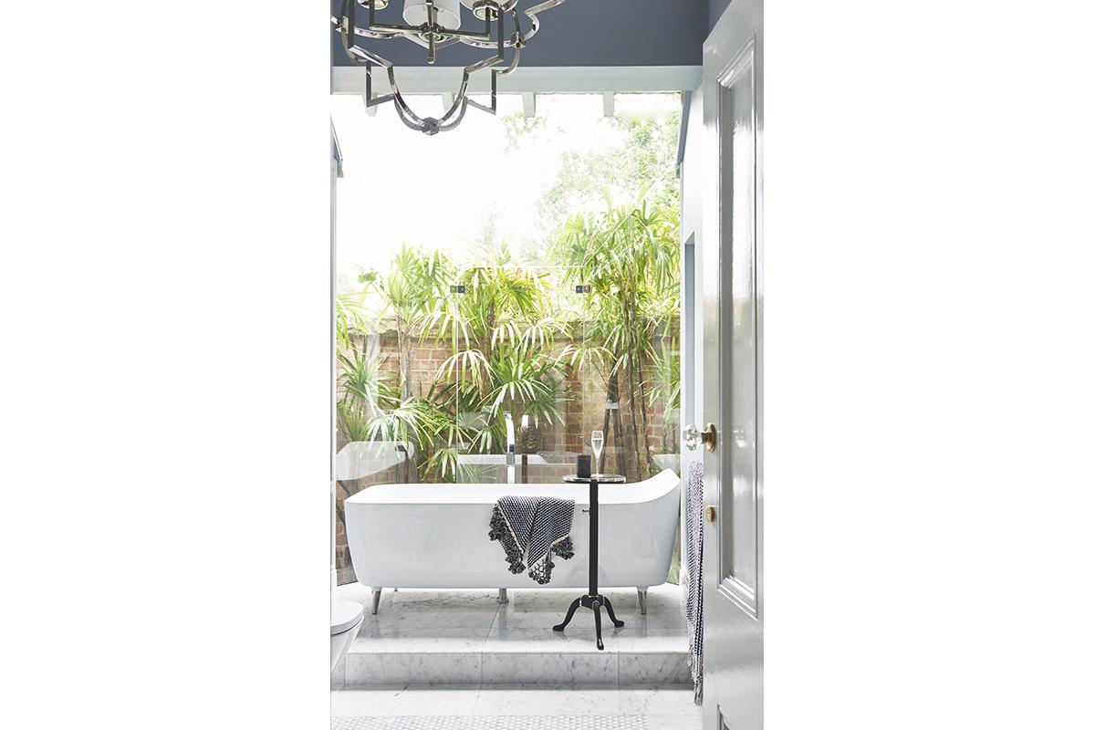 Glamour-Guest-Bathroom9-by-LynneBradleyInteriors.jpg