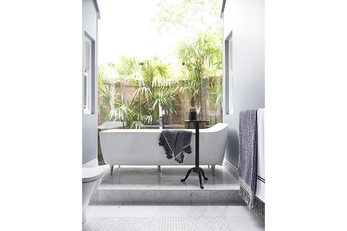 Glamour-Guest-Bathroom10-by-LynneBradleyInteriors.jpg