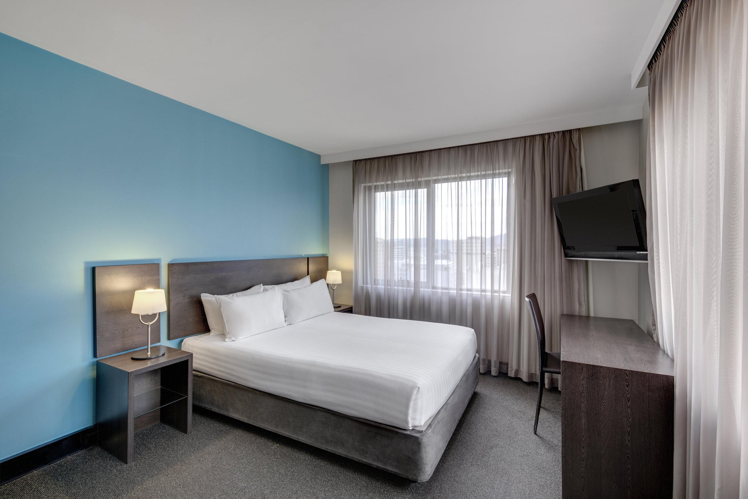 travelodge-hotel-hobart-guest-room-queen-02-2016.jpg