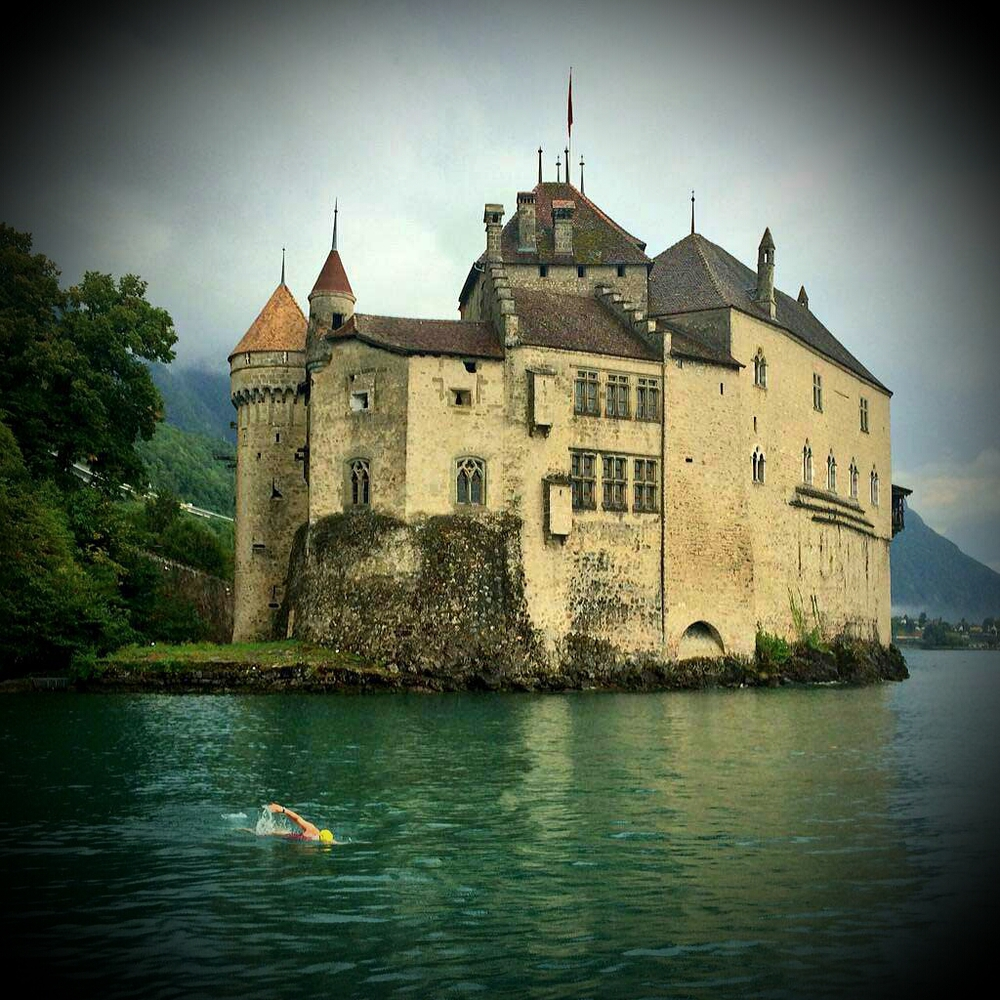 The start of the Lake Geneva swim at Château de Chillon (Photo: LGSA)