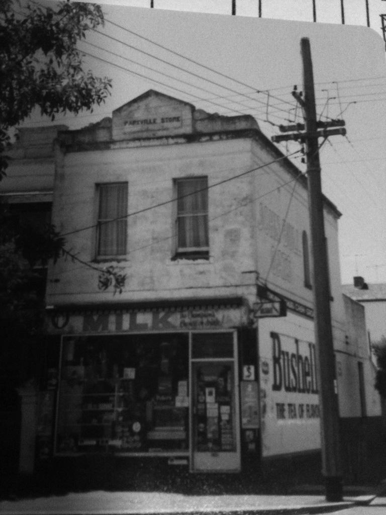 Parkville-Store bw.jpg