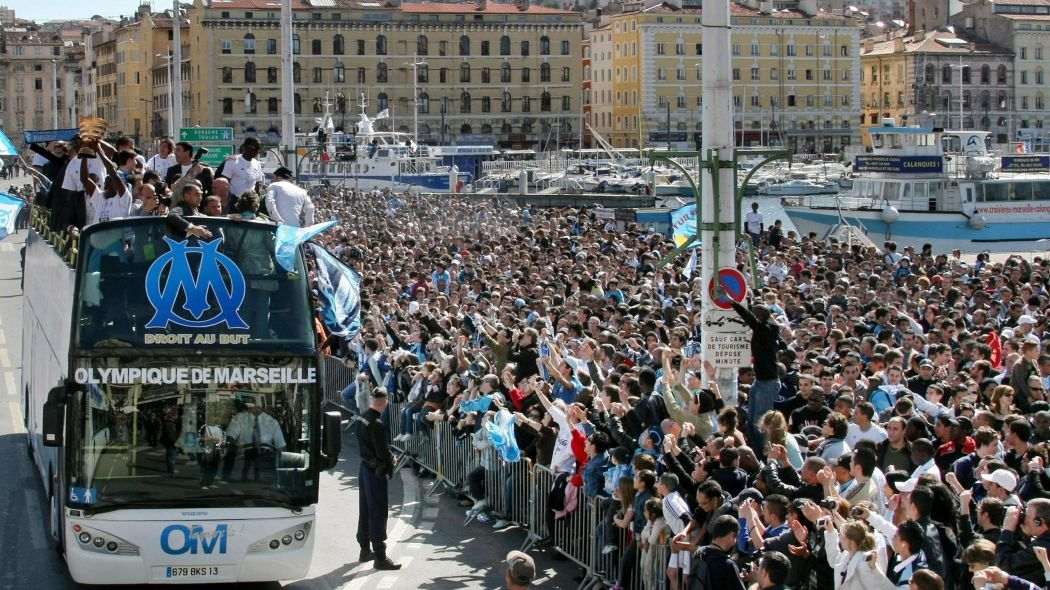 Marseille's Vieux Port celebrating the comprehensive Coupe de la Ligue triumph against Goss' Lorient.