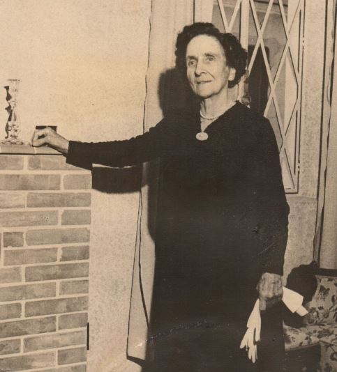 Helen Stacey, the british citizen who opened her house to offer assistance to the community