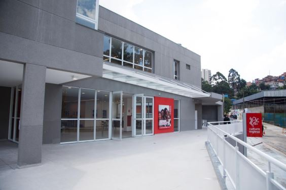 The new Cultura branch, ready to receive visitors for the inauguration ceremony. It has 8 classrooms on two floors, all equipped with modern electronic white boards, and a multimedia space. The teachers have passed through exactly the same process of selection and training as any other teacher at a branch of the Cultura, guaranteeing the same level of academic quality.