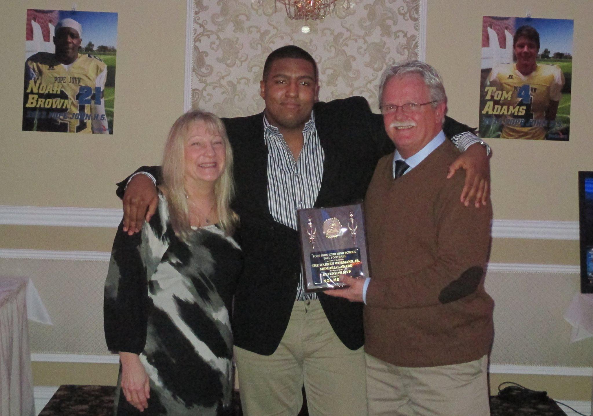 Presenting the 2014 Defensive MVP Award to Noa Merritt