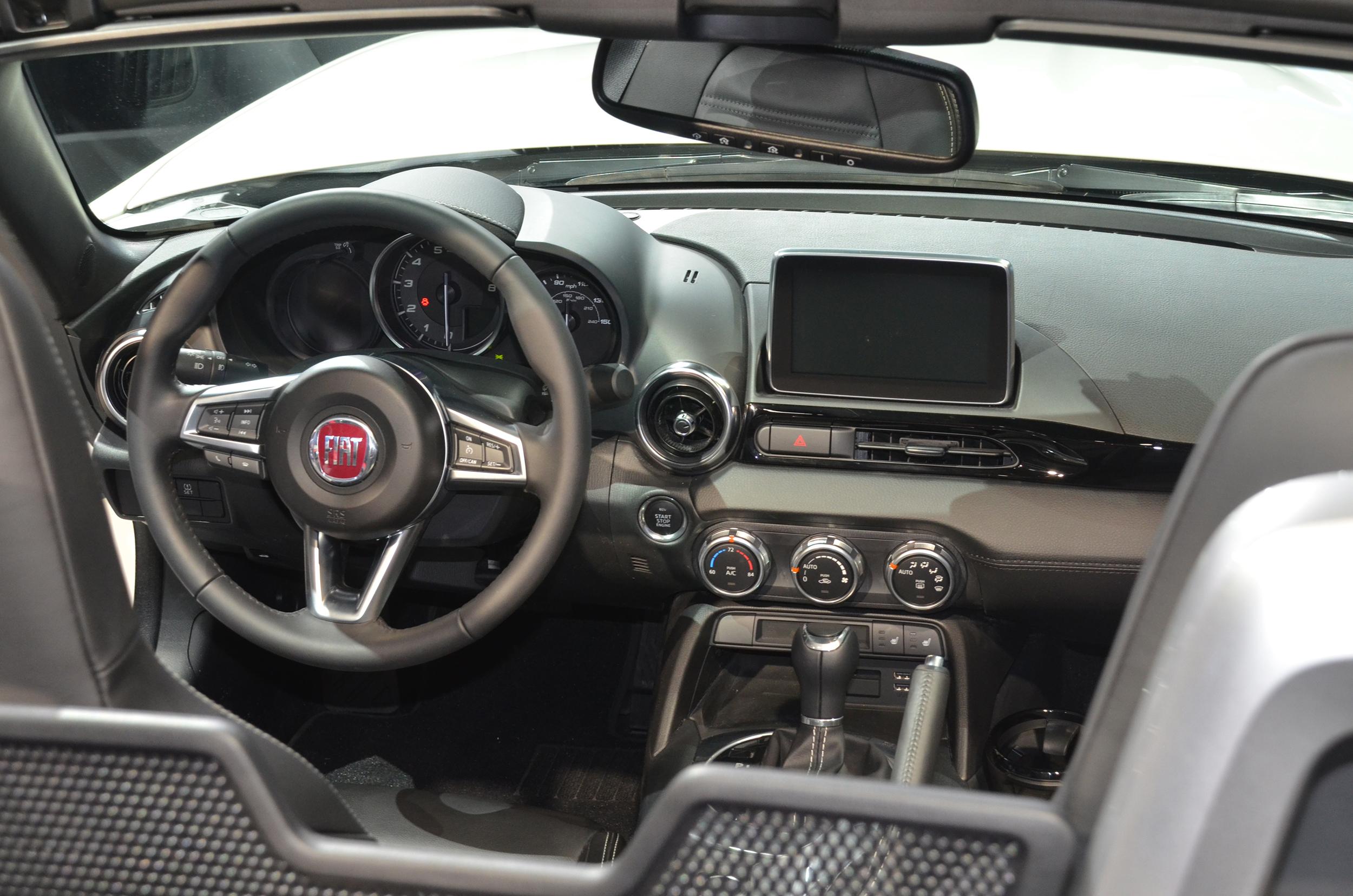 Fiat reveals new 124 Spider at Los Angels Auto Show