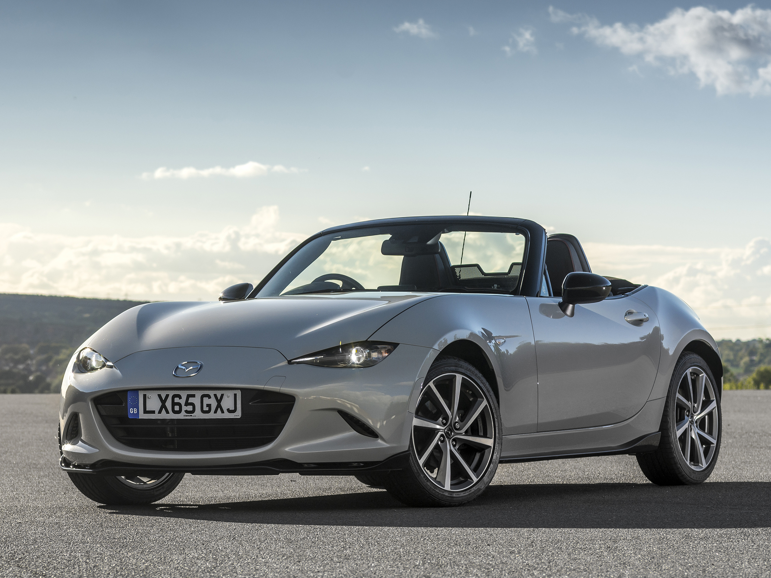 Limited Edition Mazda MX-5 Sport Recaro unveiled