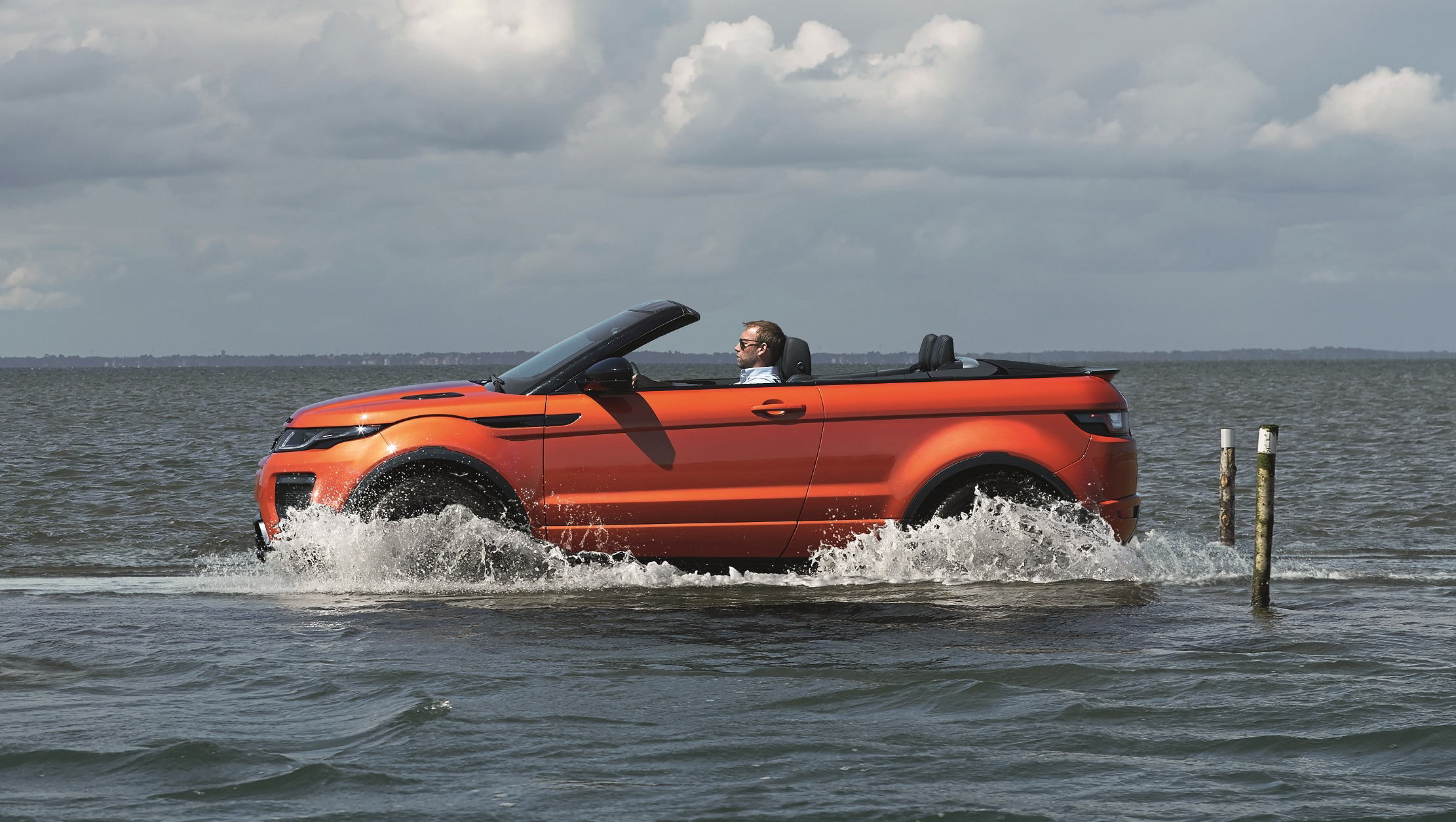 Range Rover Evoque Convertible revealed