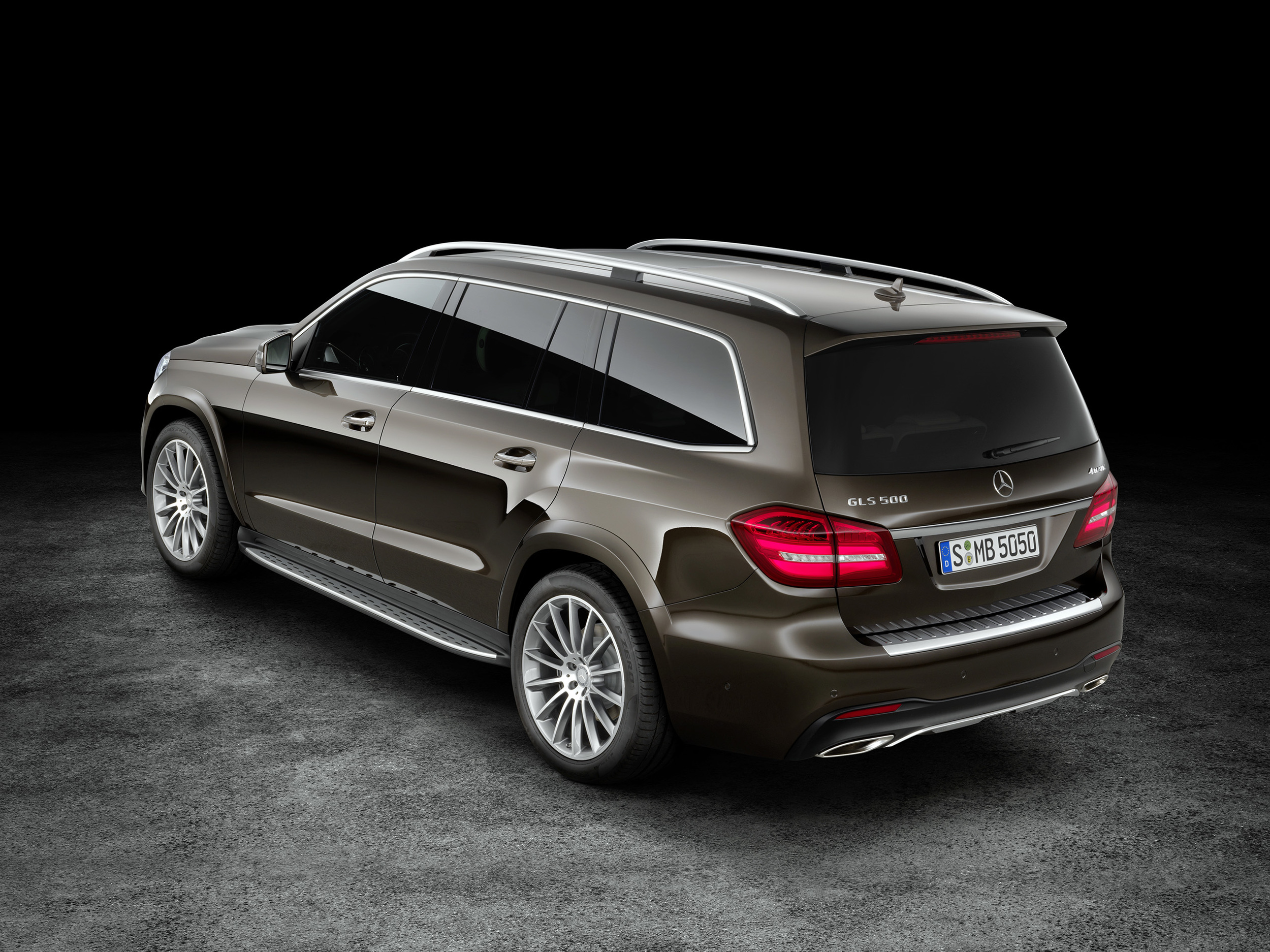 Mercedes unveils new GLS SUV