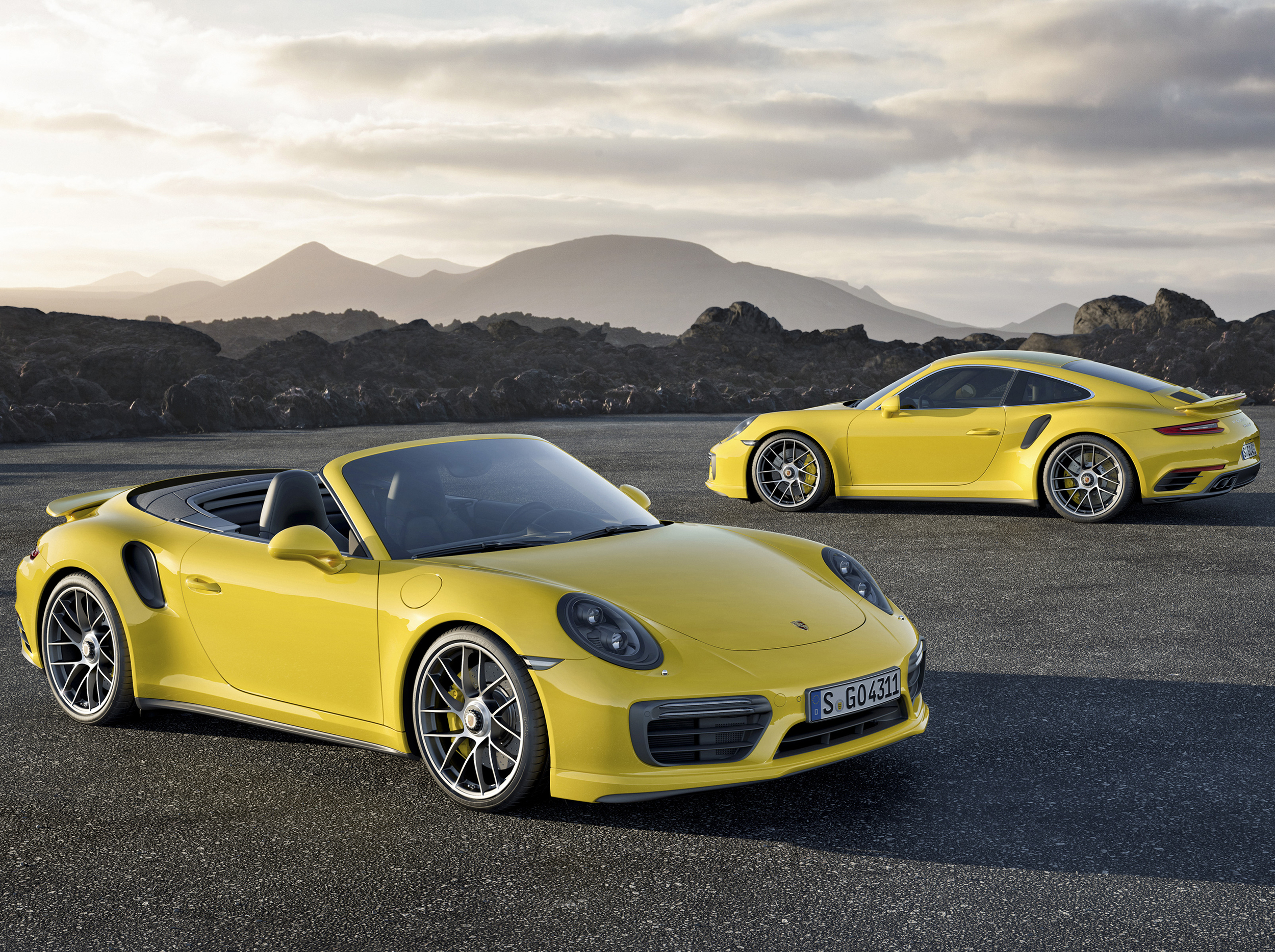 Facelifted Porsche 911 Turbo revealed