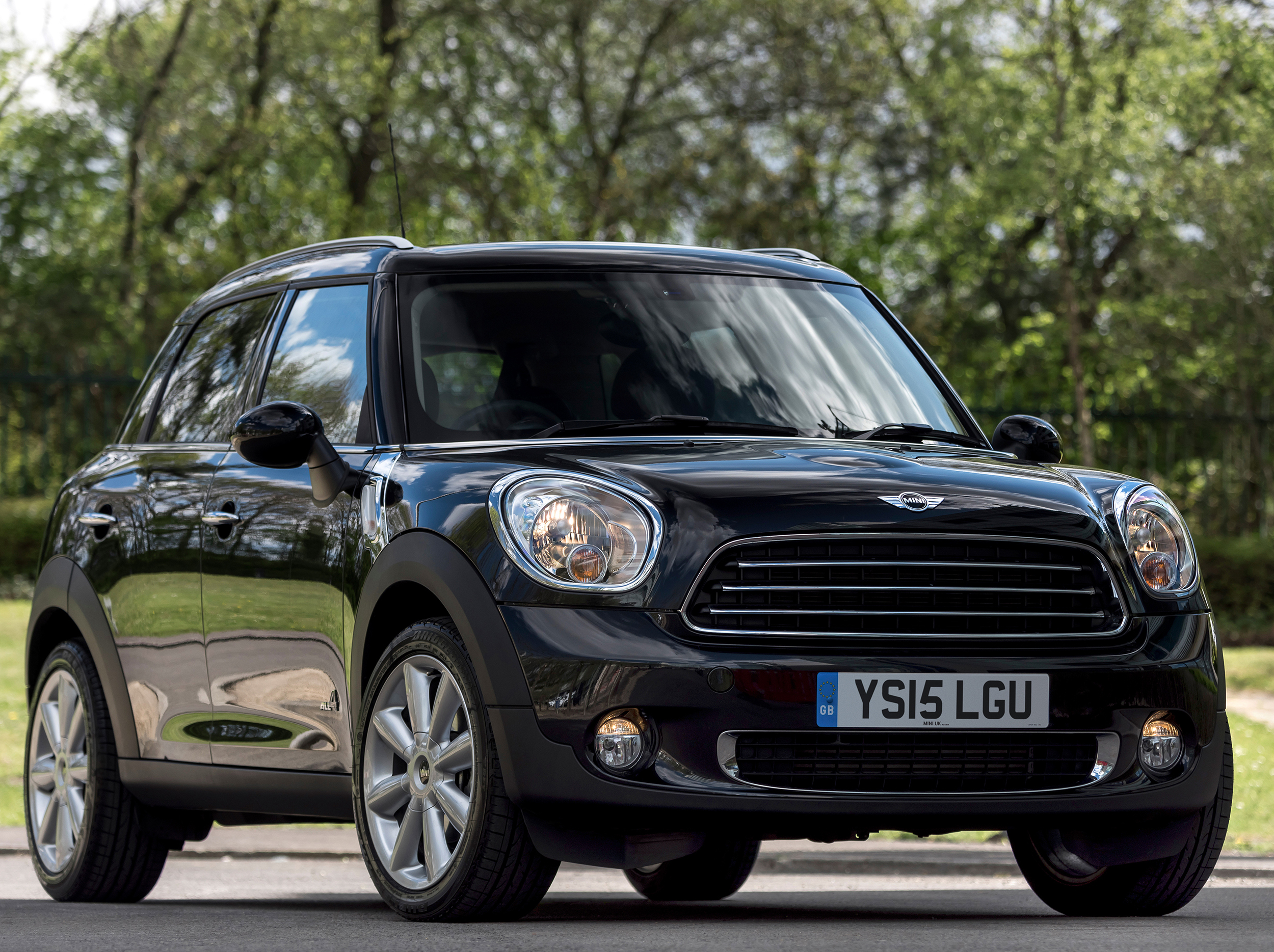 MINI launch Countryman Business model