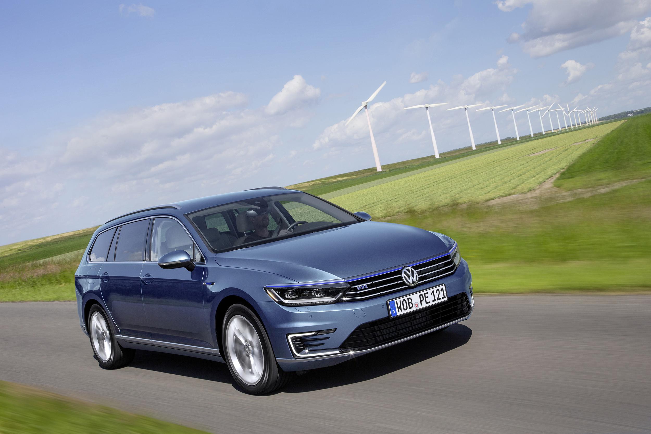 Volkswagen reveals new Passat GTE plug-in hybrid