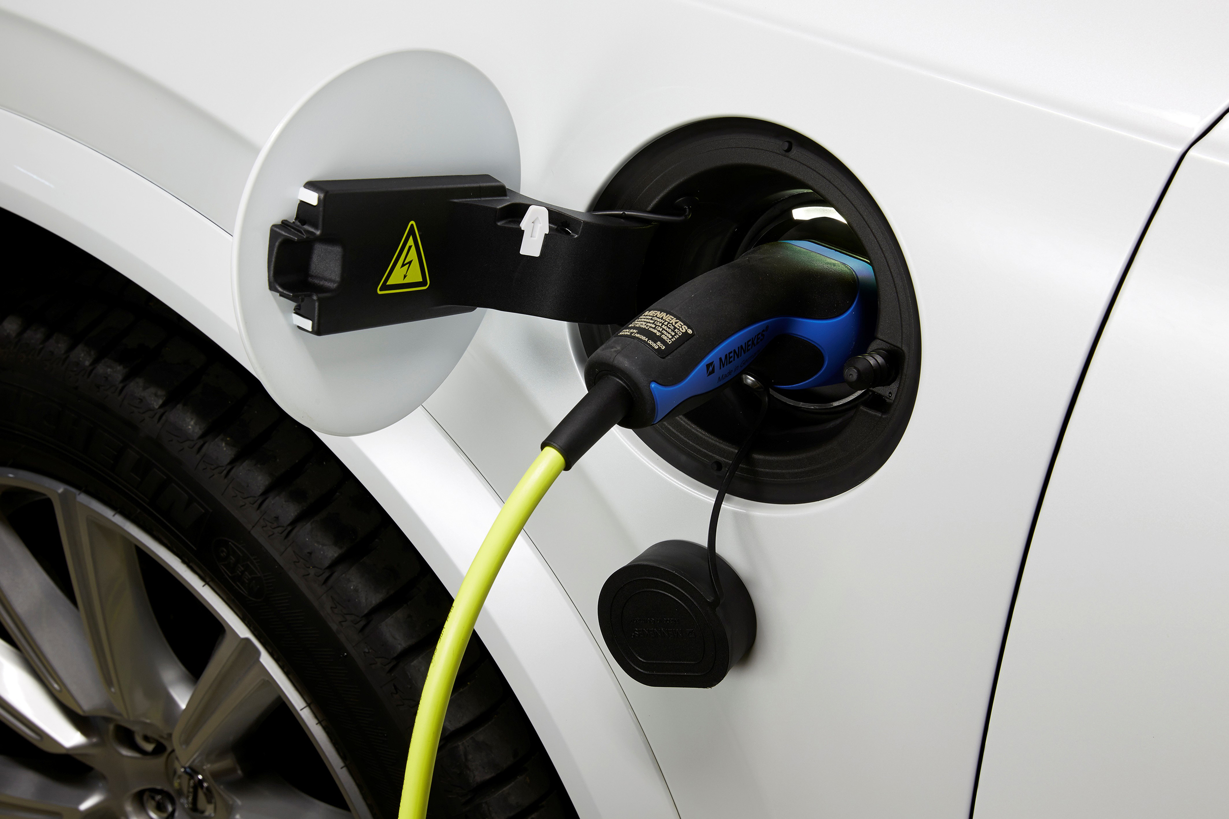 Volvo hybrid XC90 qualifies for UK plug-in grant